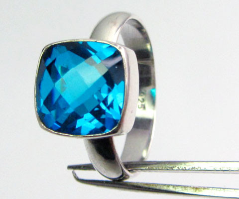 SEA BLUE  TOPAZ RING IN SILVER SIZE  9.5  QT 501